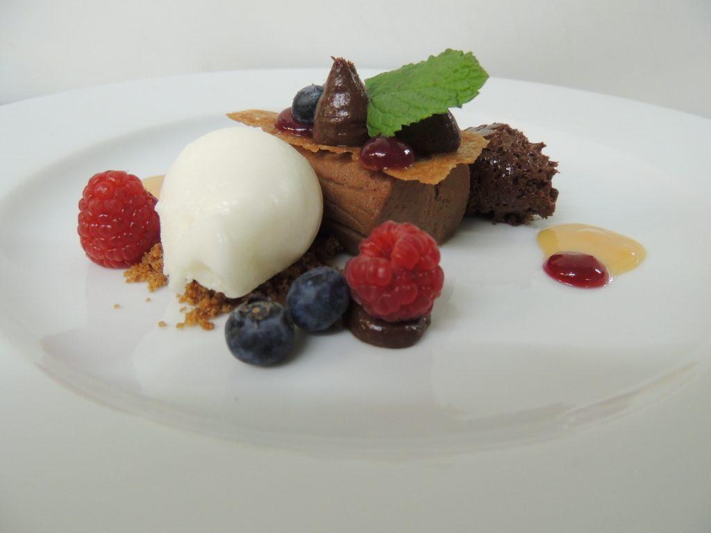 Schokolade | Nougat | Milchcreme | Krokant | Birnensorbet - Martin Selzer